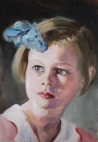Portret meisje met blauwe strik